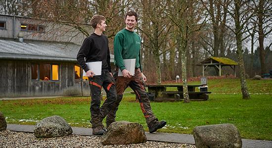 Elever på skov- og naturteknikeruddannelsen